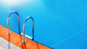 water in your backyard pool turn green